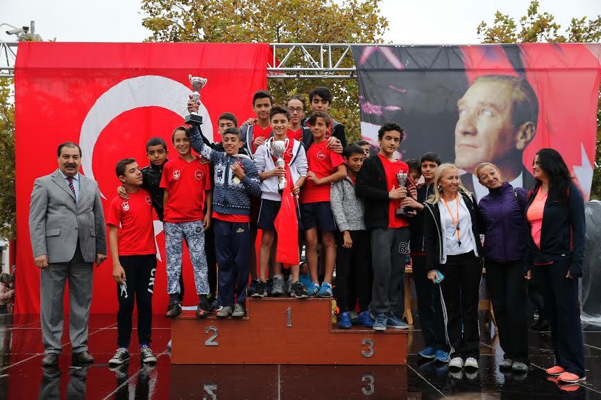 İzmirliler Cumhuriyet için koştu