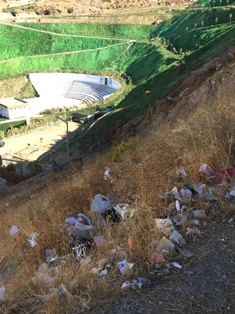 Narlıdere'de şehitliğe yakışmayan manzara!